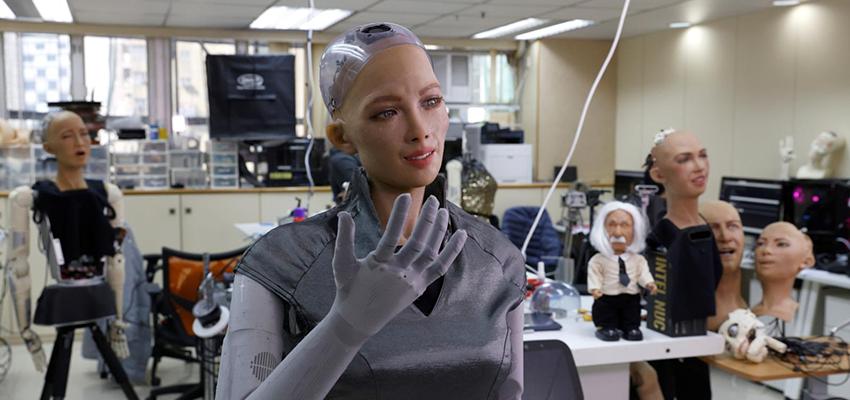 人形机器人索菲亚今年量产,人机关系能否和谐与共?