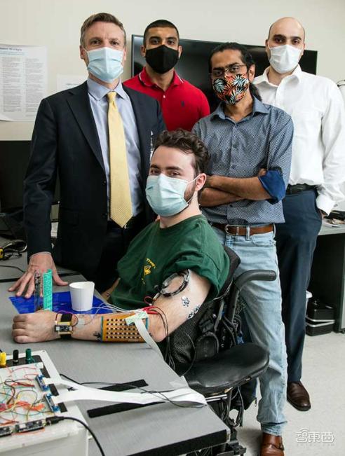 硬核!科学家打造全套人工神经系统,让瘫痪病人重新控制身体