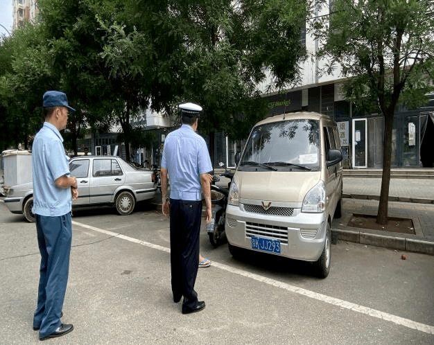 北京海淀区温泉镇交警使用PDA高效执法 提升交通治理水平